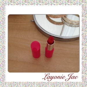 Layonie Jae's pinky red lips