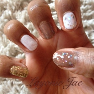 Layonie Jae's christmassy nails